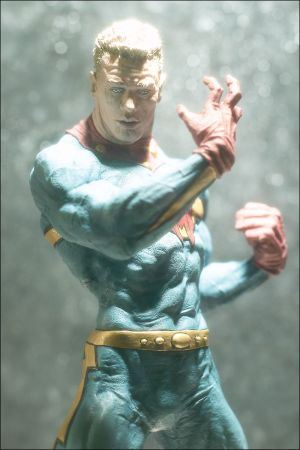 other_miracleman-statue_photo_02_dp.jpg