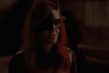 batwoman_s01e1x_002_shrunk.png